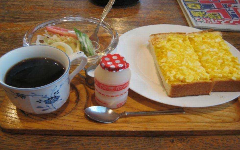 ヤクルト 朝食 食卓